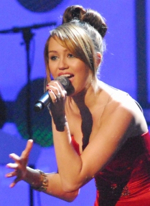 Miley_Cyrus_at_Kids'_Inaugural_3_cropped